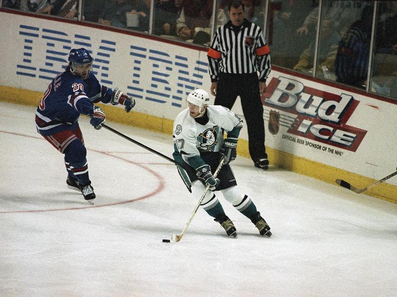 Jari Kurri skating with puck