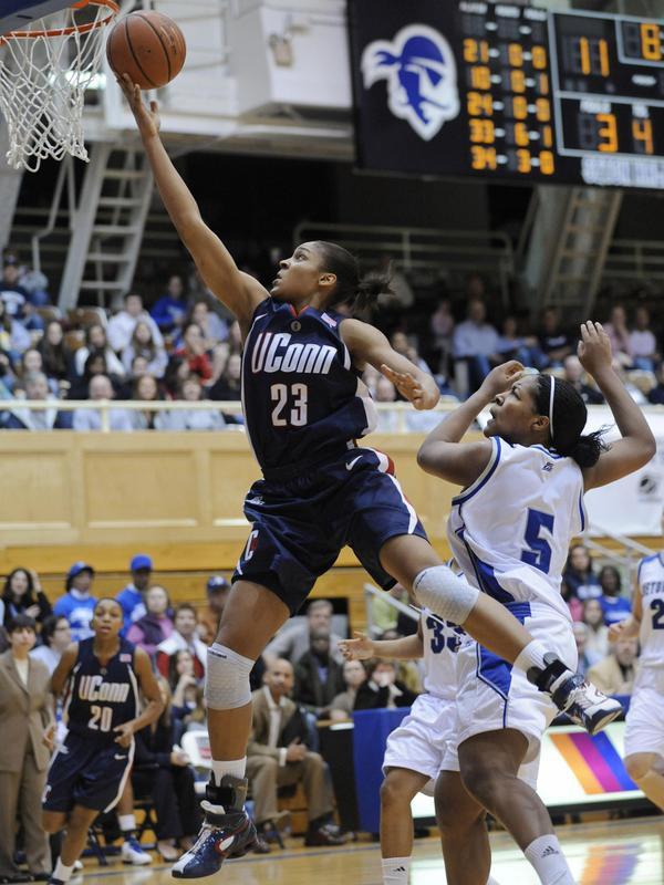 Maya Moore goes to basket
