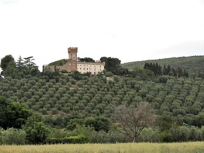 Nicco's Tuscan castle