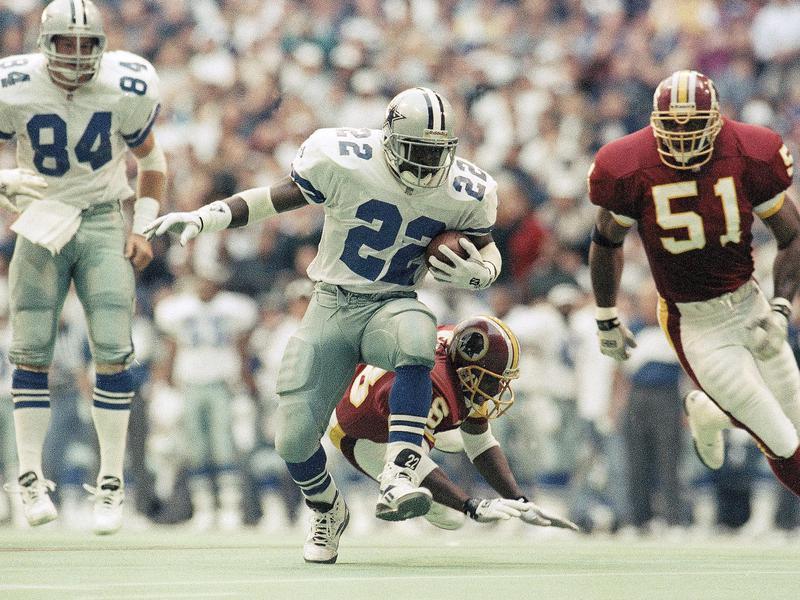 Dallas Cowboys' Emmitt Smith eludes grasp of Washington Redskins