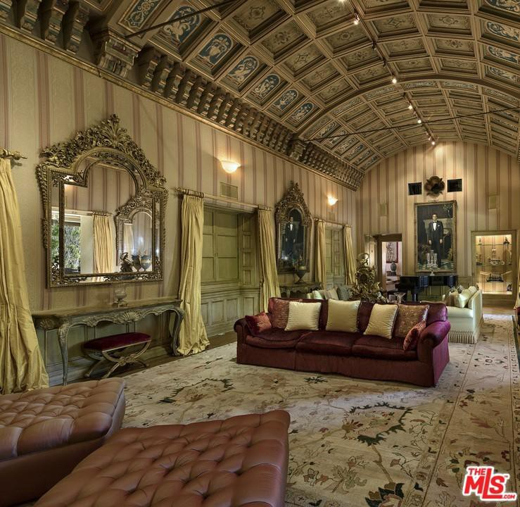 Barrel-vaulted ceiling