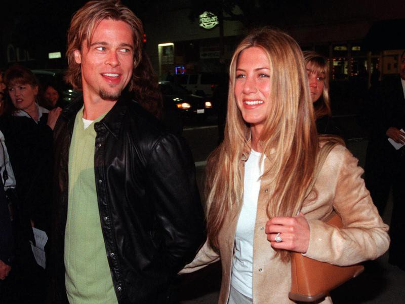 Brad Pitt and Jennifer Aniston smiling