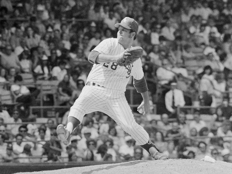 Chicago White Sox pitcher Wilbur Wood pitches