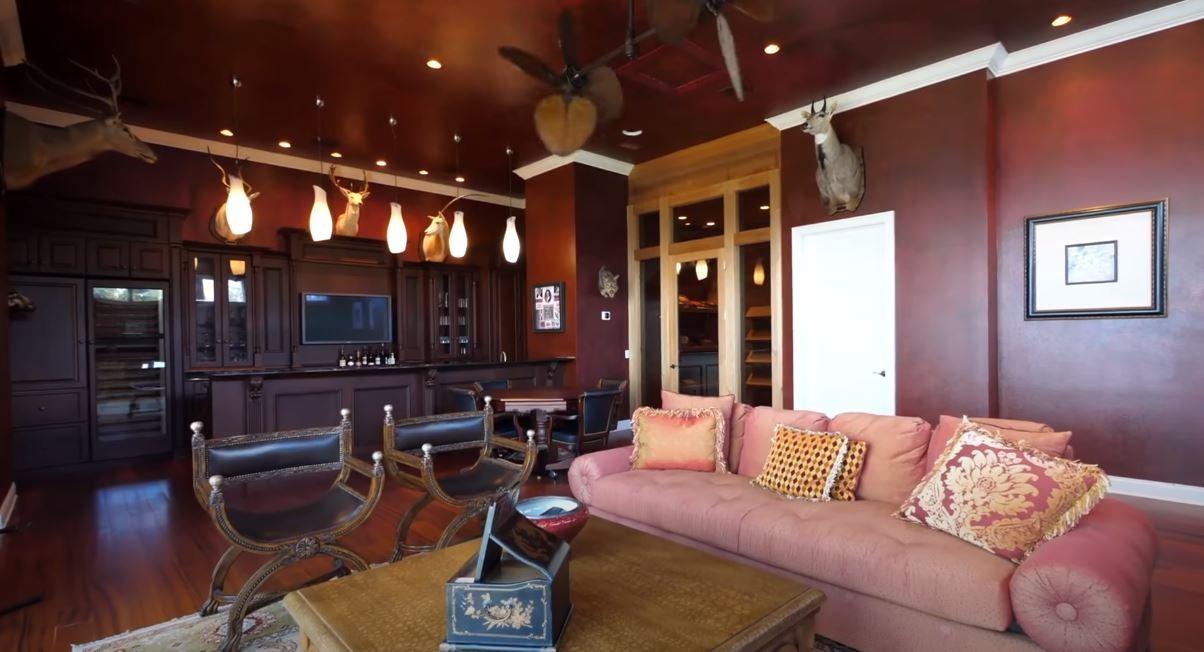 Shaq's lounge