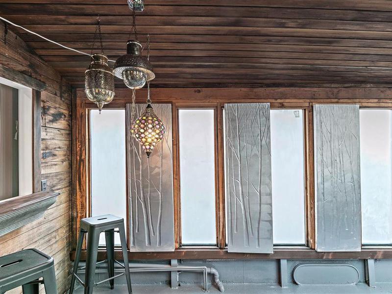 Houseboat windows