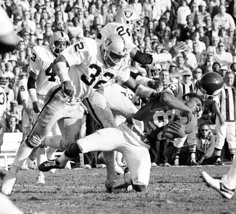 Jack Tatum hits Sammy White in Super Bowl XI