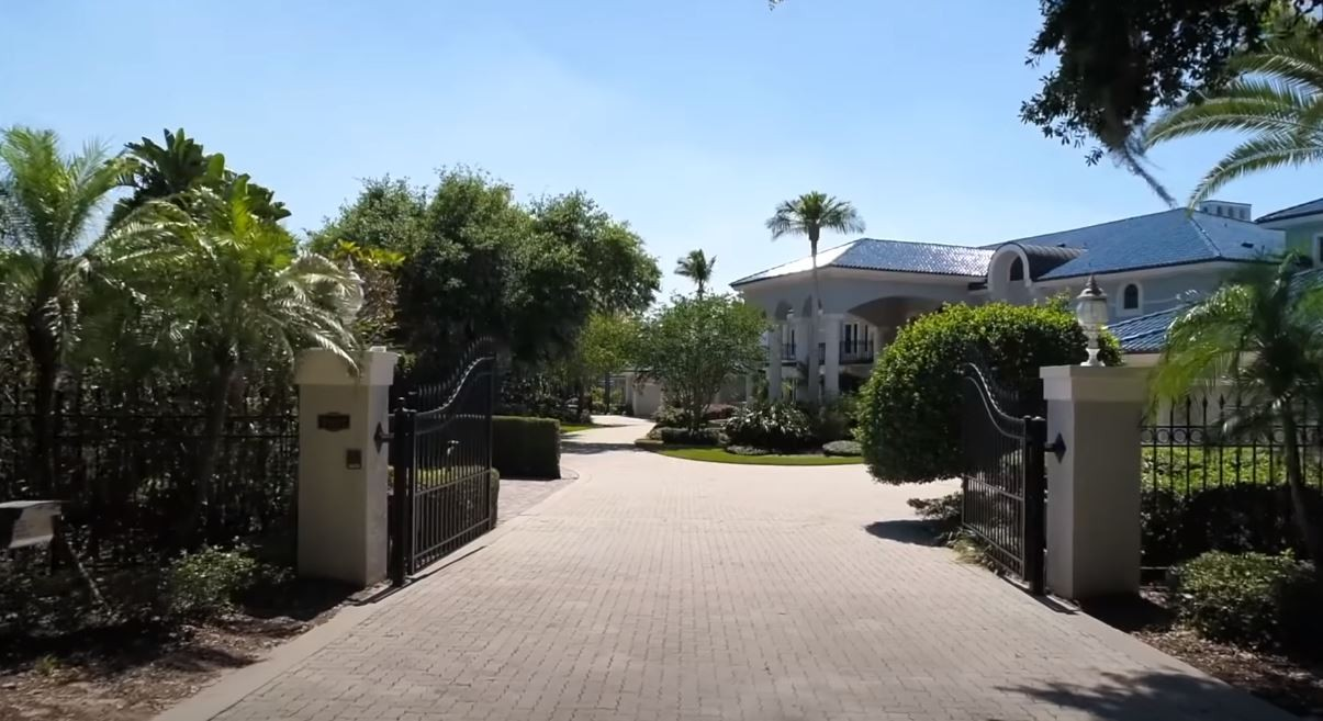 Driveway and gate at Shaq's house