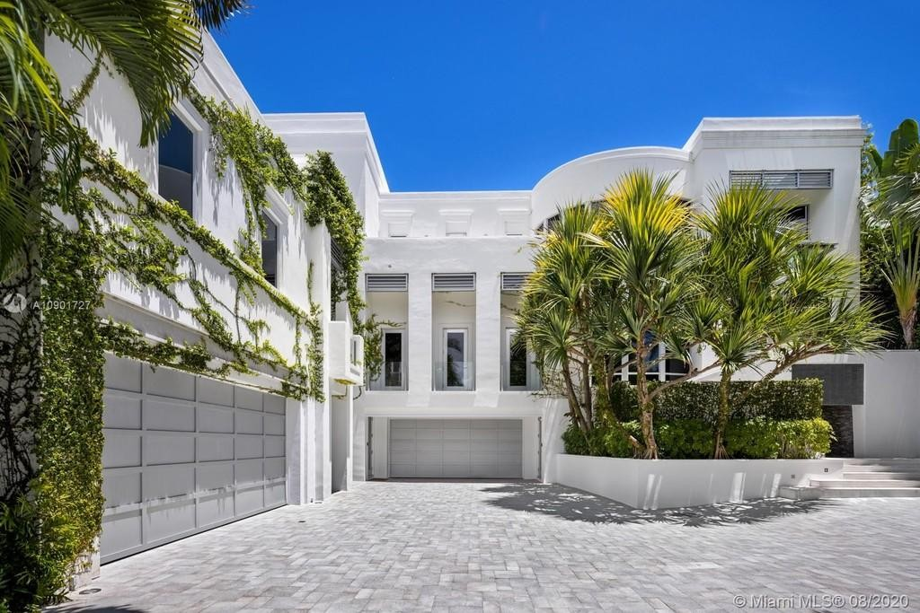 Front of Tommy Hilfiger's house