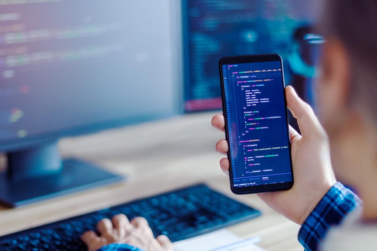 Mobile developer, freelancer working at home