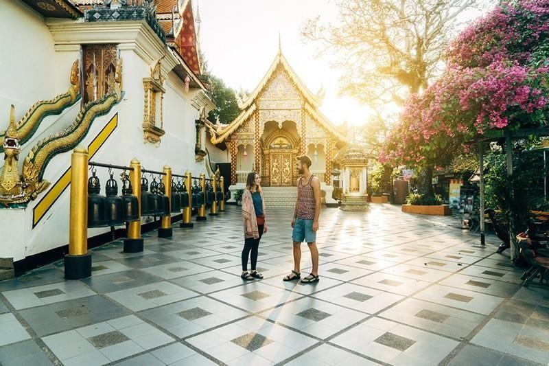couple at buddhist temple