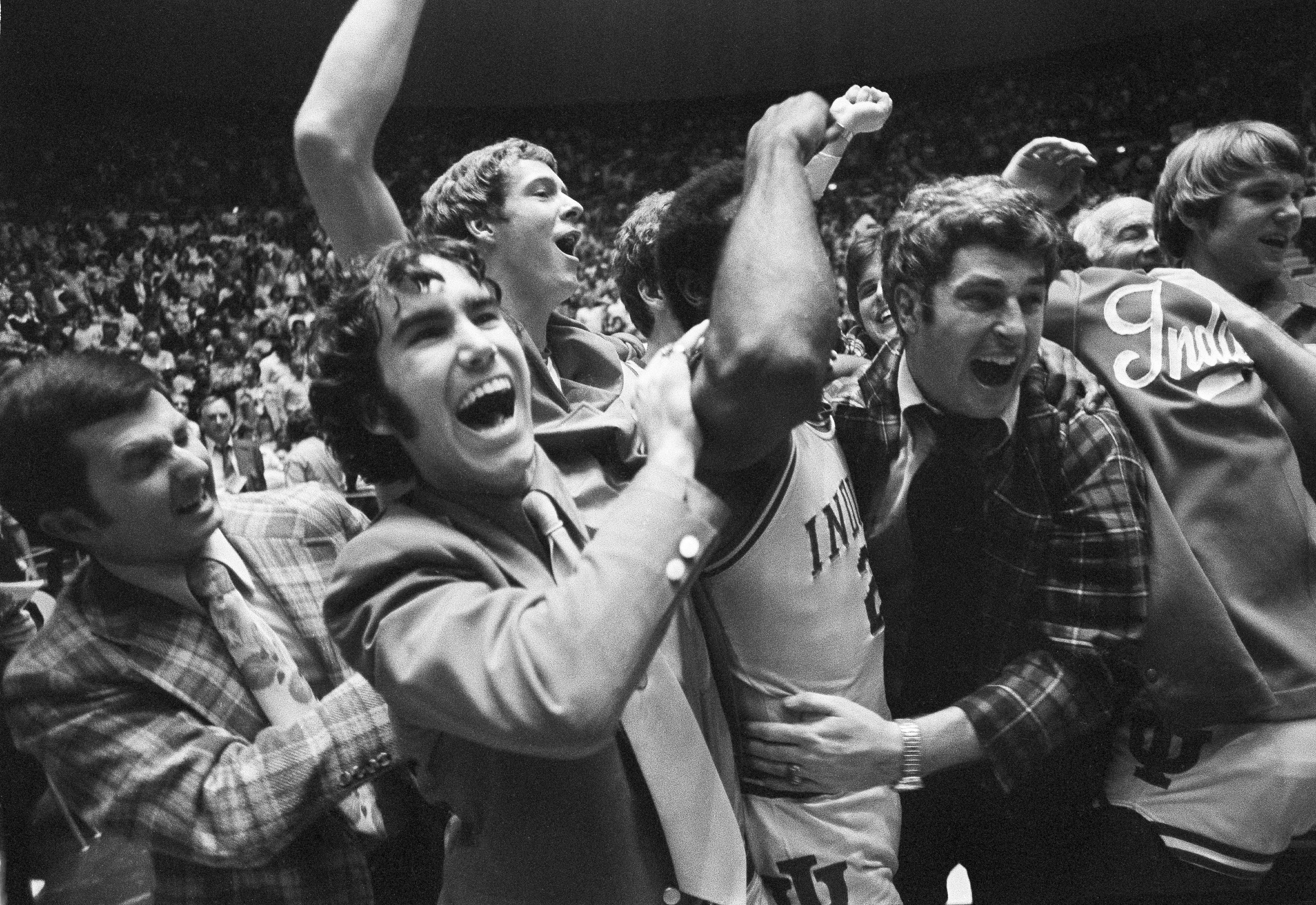 Bobby Knight celebrates with his Hoosiers team