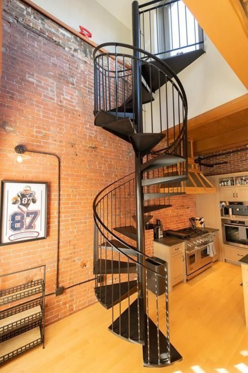 Two-story loft staircase