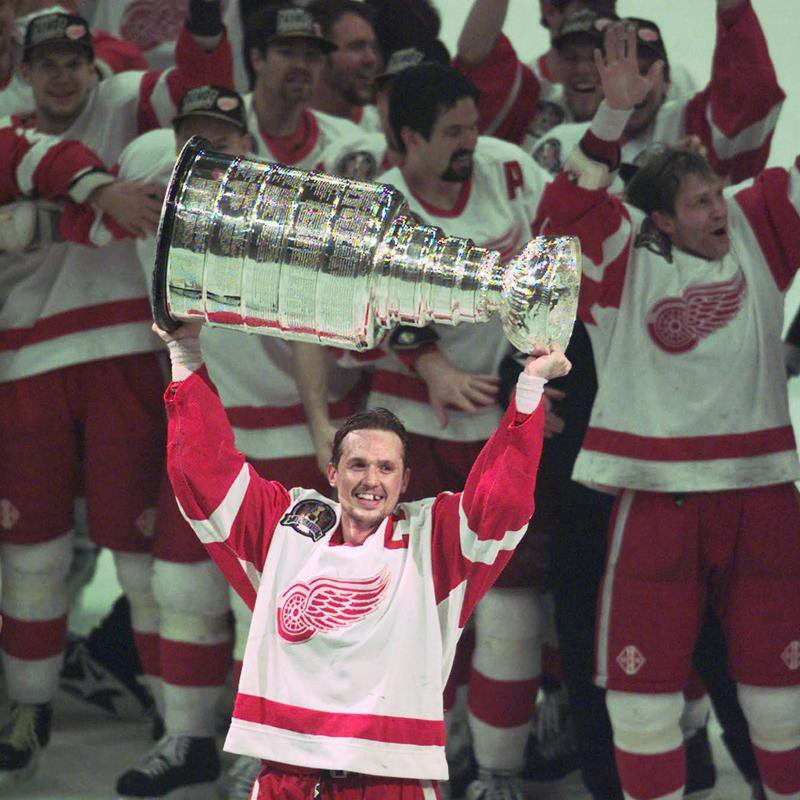 Steve Yzerman lifts the Stanley Cup after Detroit swept Philadelphia Flyers in best of seven series