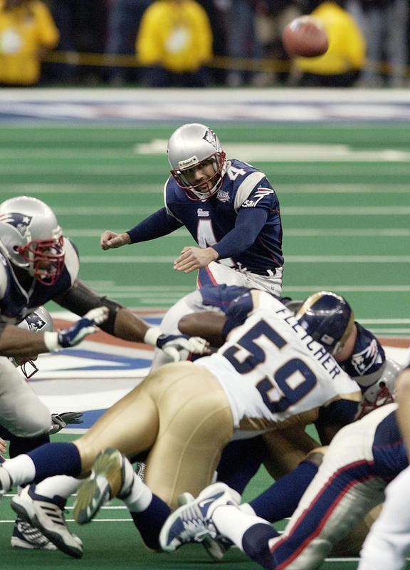 Adam Vinatieri kicks game-winning field goal in Super Bowl XXXVI