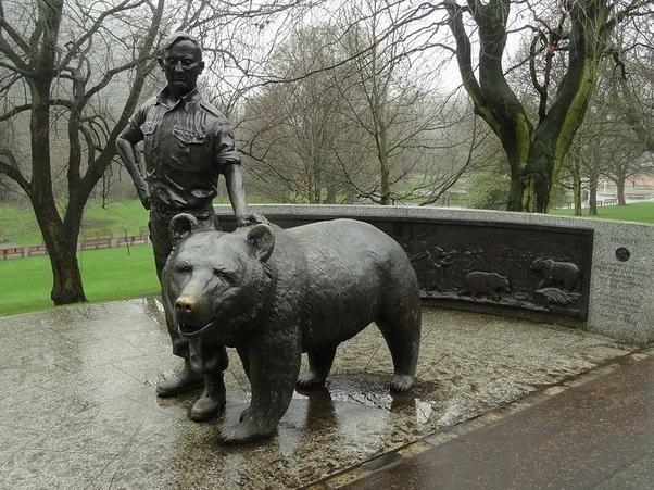 Wojtek the Polish war bear statue in Scotland
