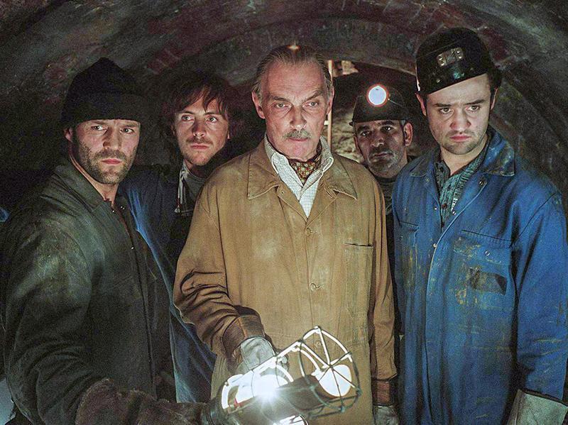 Jason Statham, Alki David, James Faulkner, Daniel Mays, and Stephen Campbell Moore in The Bank Job (2008)