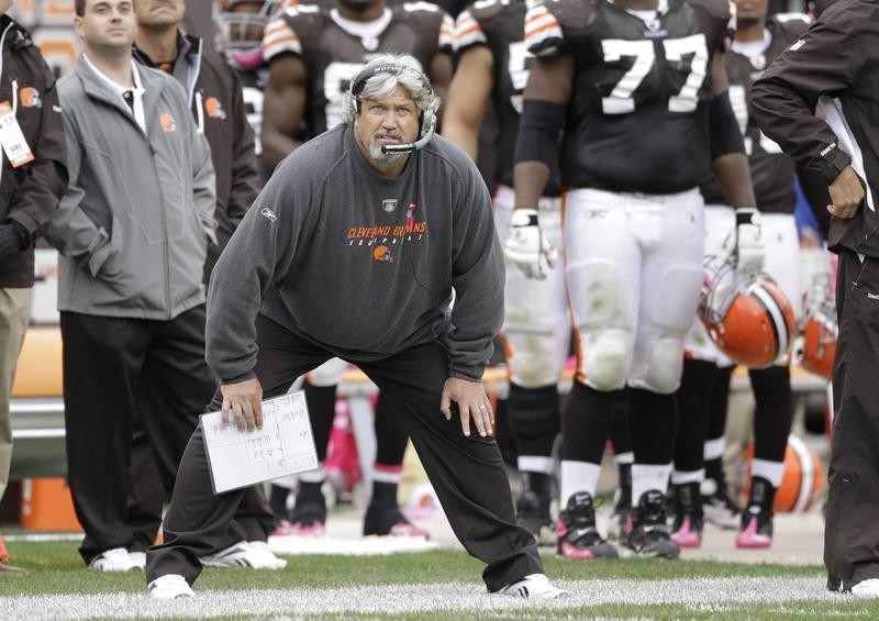 Rob Ryan working on the sidelines for Cleveland Browns
