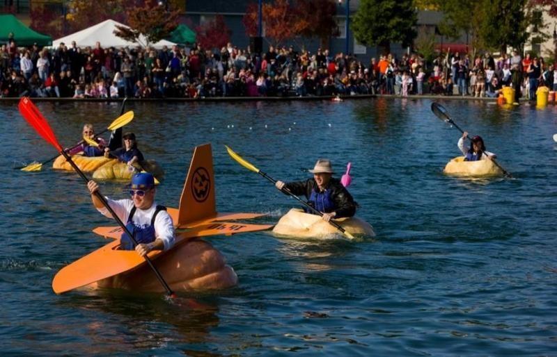 People pumpkin kayaking