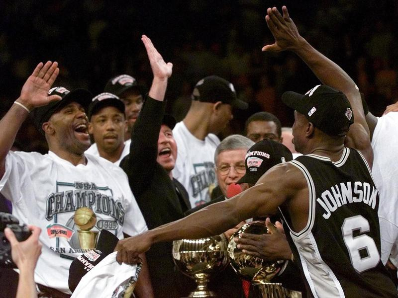Avery Johnson and teammate Mario Elie throw up hands for high five