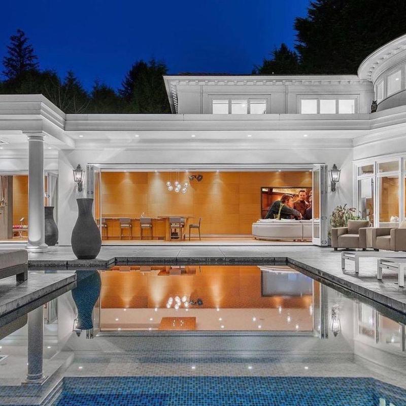 Modern Estate Pool in British Columbia
