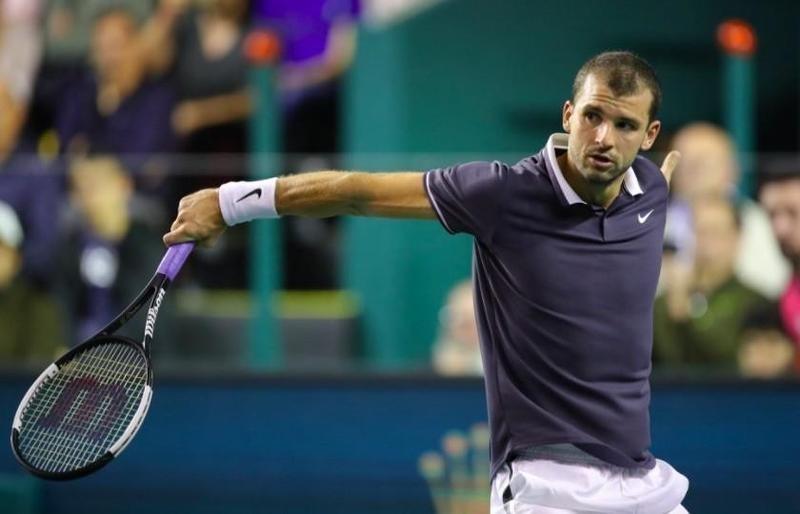 Gregor Dimitrov in action in Paris Masters
