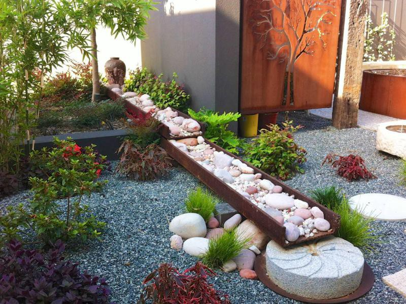 Japanese garden with recycled materials