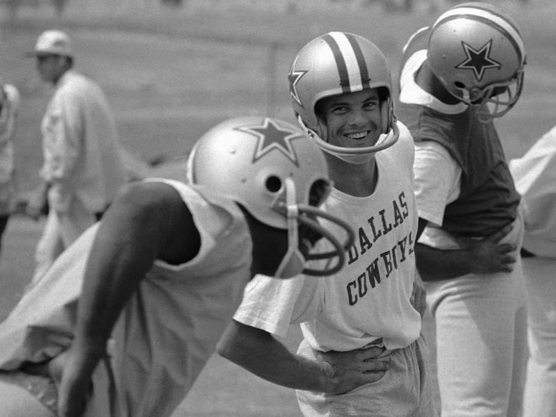 Lance Alworth smiles working out as Dallas Cowboy
