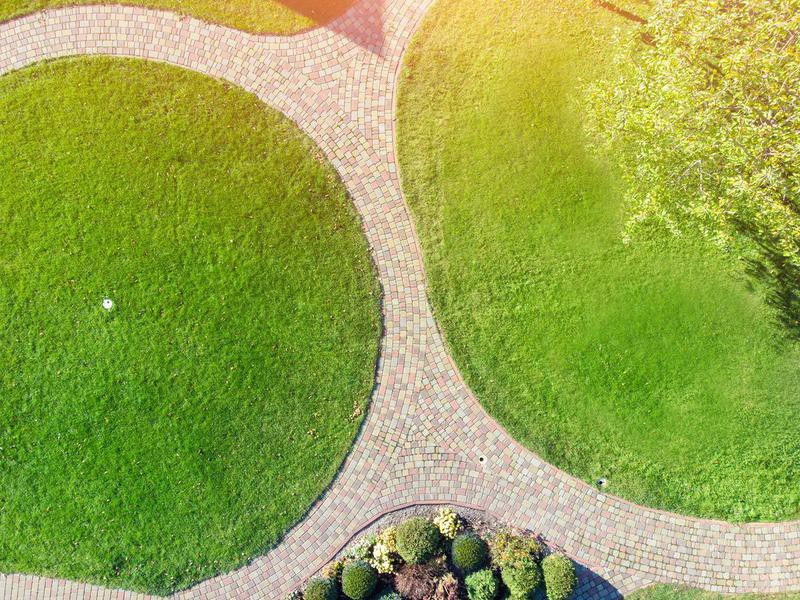 Cut Your Lawn Into a Defined Shape
