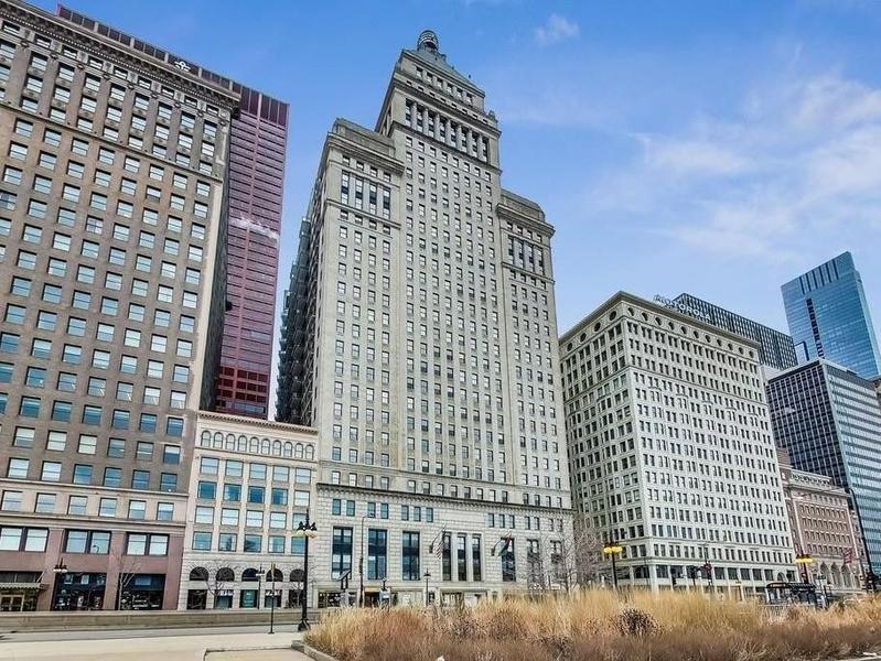 Metropolitan Tower in Chicago