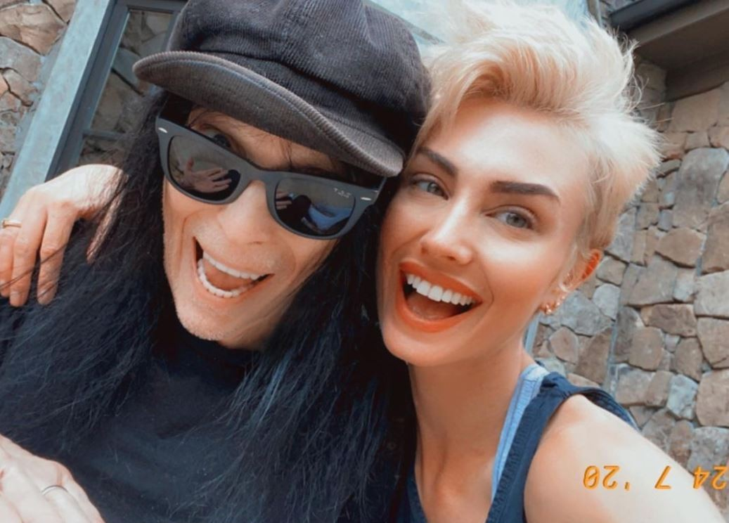 Mick Mars and his wife