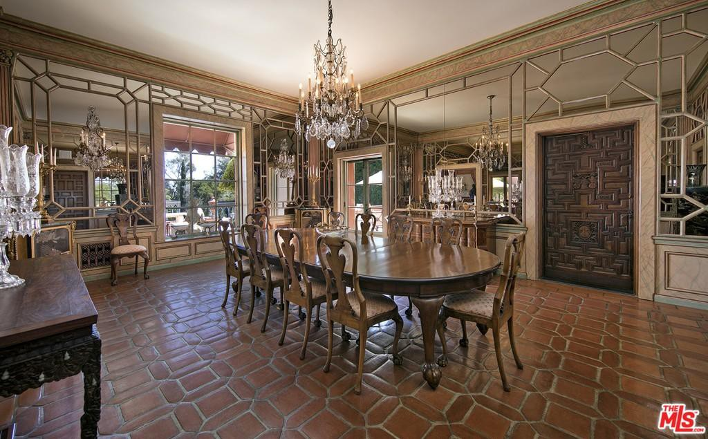 1920s-style dining room