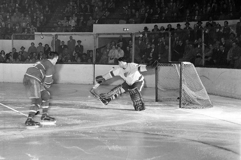Detroit Red Wings goalie Terry Sawchuck