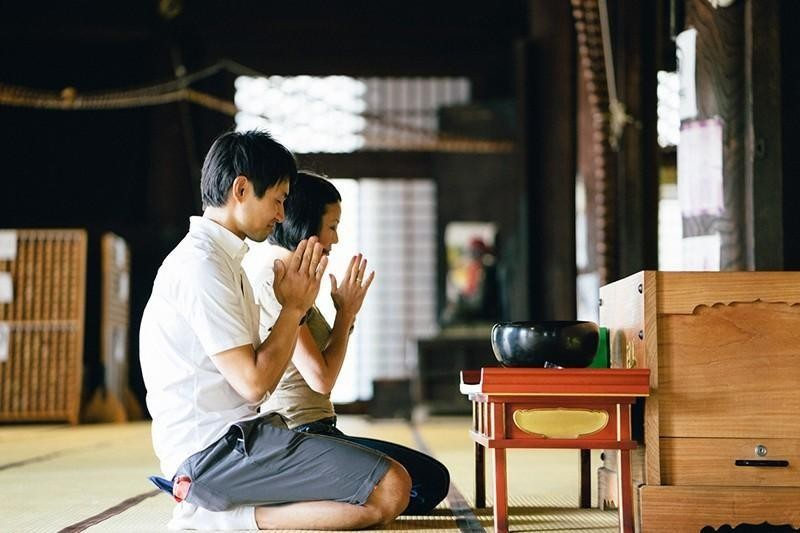couple kneeling at temple