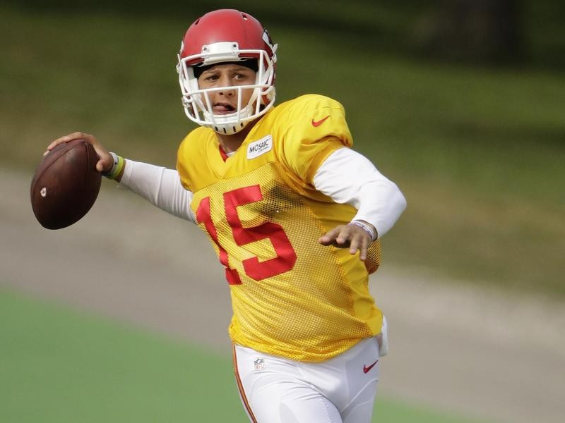 Patrick Mahomes practices as a Chiefs rookie in 2017