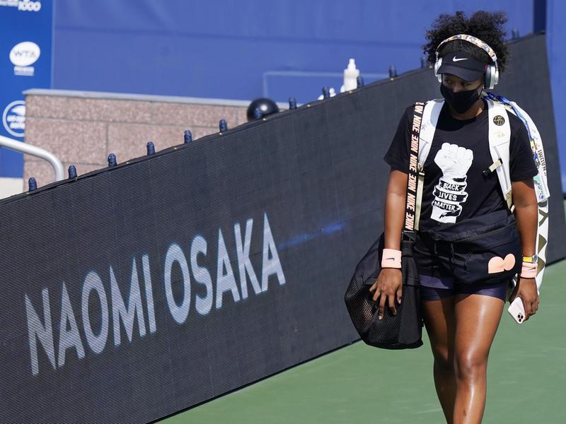 Naomi Osaka walking on the court