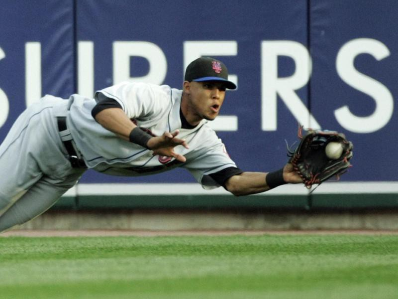 Carlos Gomez stretches out to catch fly ball