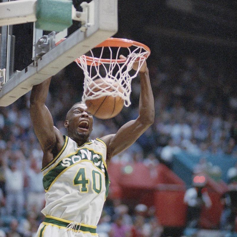 Shawn Kemp dunks