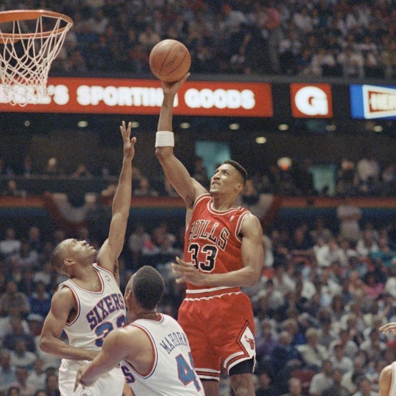 Scottie Pippen jumps to make basket against the Philadelphia 76ers