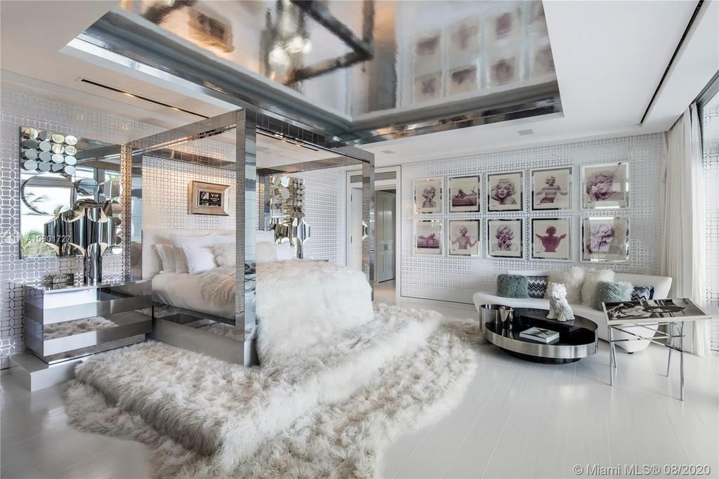 Tommy Hilfiger's bedroom