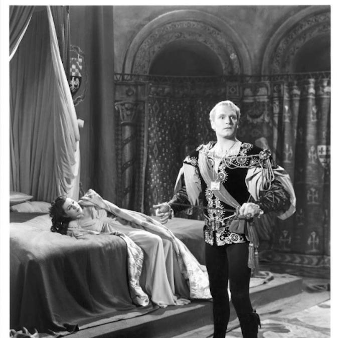 Laurence Olivier and Eileen Herlie in Hamlet