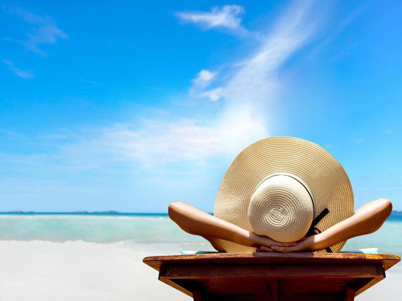 Sun hat on the beach
