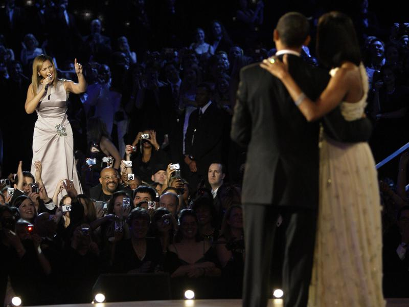 Beyonce sings for the Obamas