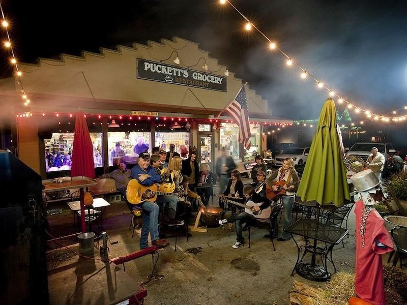 Pucketts Grocery