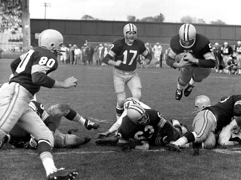 Green Bay Packers halfback Paul Hornung plunged over line