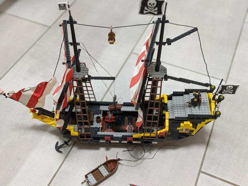 Black Seas Barracuda Pirate Ship
