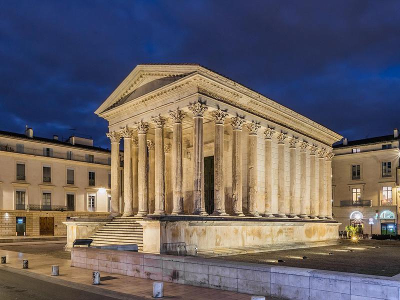 Maison Carree, ancient roman temple
