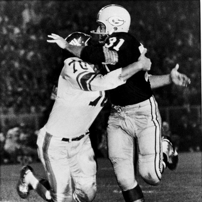 Sam Huff and Jim Taylor battling