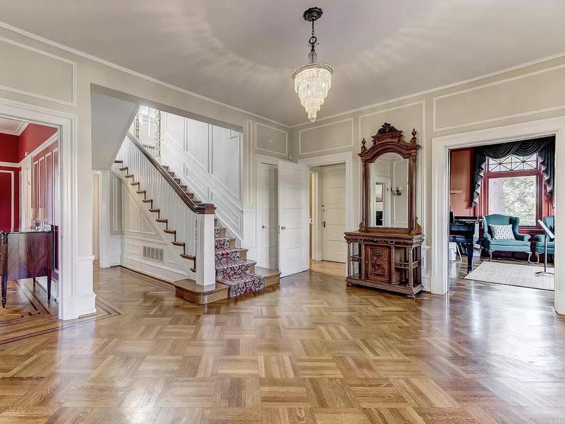 Georgian colonial foyer