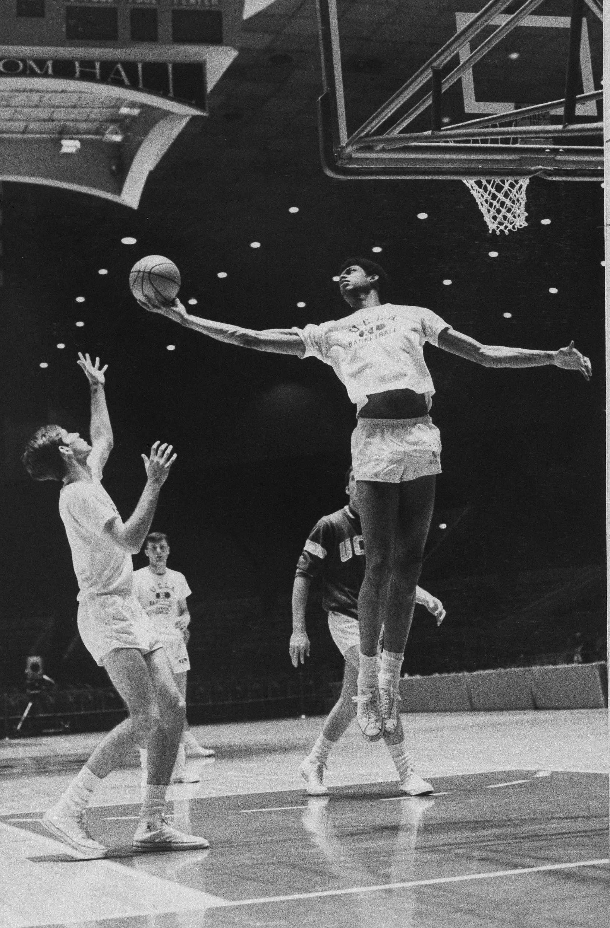 Lew Alcindor practices with UCLA teammates