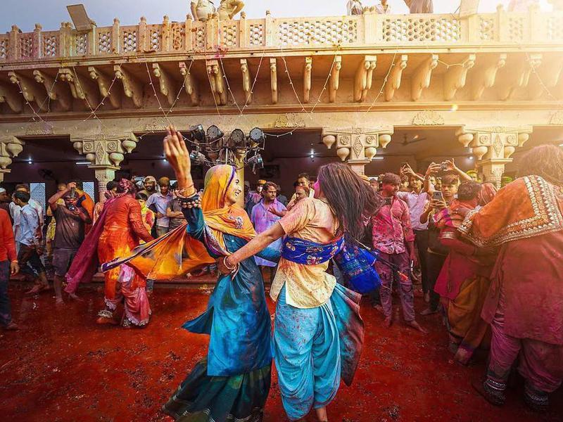 Women dancing at a Holi festival